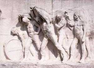 Le Port – dockers sur le Monument du Travail de Constantin Meunier